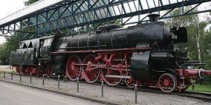 300px-Schnellzuglokomotive_18323_Fachhochschule_Offenburg