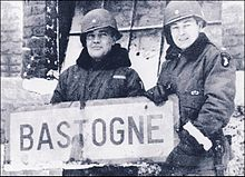 Anthony_C._McAuliffe,_left,_and_then-Col._Harry_W.O._Kinnard_II_at_Bastogne